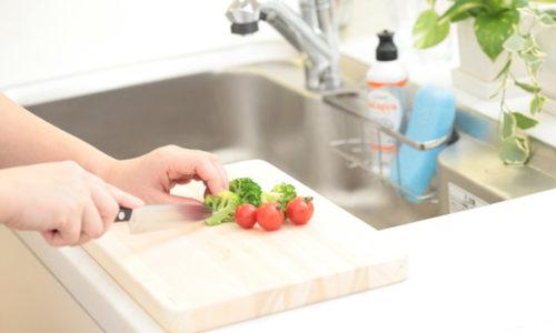 食材ごとに「まな板の使い分け」は必須?簡単にできる工夫とは?